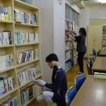 図書ボランティア・蔵書整理中
