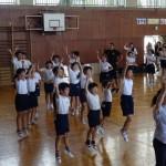 生徒会役員が南小に「だんべ踊り」を教えに行きました